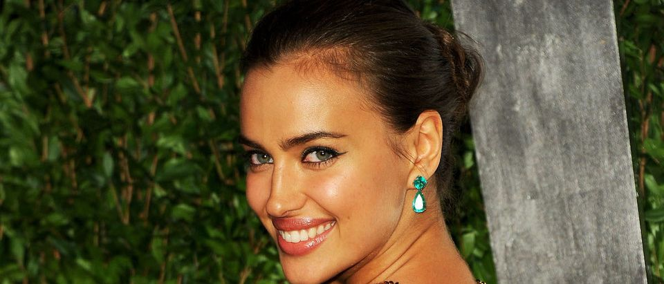 Irina Shayk arrives at the 2012 Vanity Fair Oscar Party hosted by Graydon Carter at Sunset Tower on February 26, 2012 in West Hollywood, California. (Photo by Pascal Le Segretain/Getty Images)