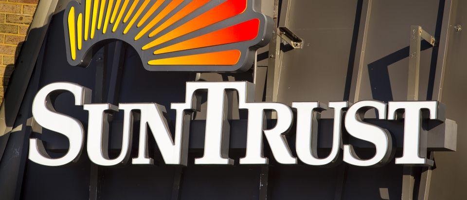 SunTrust Bank (Shutterstock/Rob Crandall)