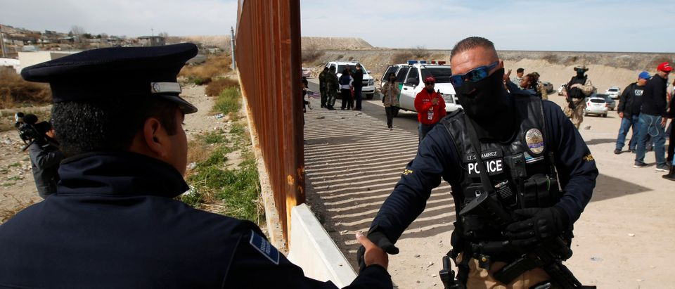 U.S demostrators gather at the open border to make a human wall