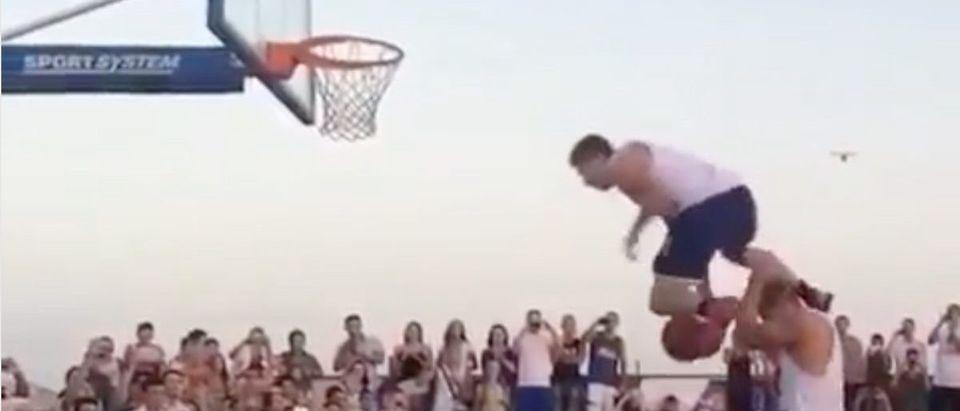 Failed Dunk (Credit: Screenshot/Instagram Video https://www.instagram.com/p/Bt_8qgugWyD/)