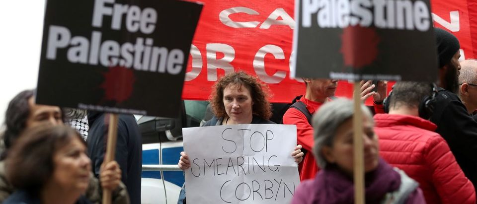 Demonstrators hold placards as they protest outside the headquarters of Britain's opposition Labour party in central London on Sept. 4, 2018. (DANIEL LEAL-OLIVAS/AFP/Getty Images)