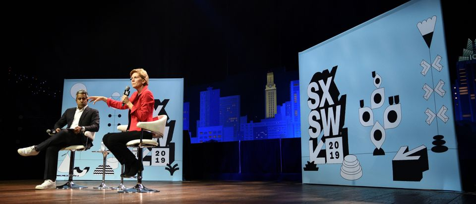 U.S. Senator Elizabeth Warren speaks about her policy ideas with Anand Giridharadas at the South by Southwest (SXSW) conference and festivals in Austin, Texas, U.S., March 9, 2019. REUTERS/Sergio Flores