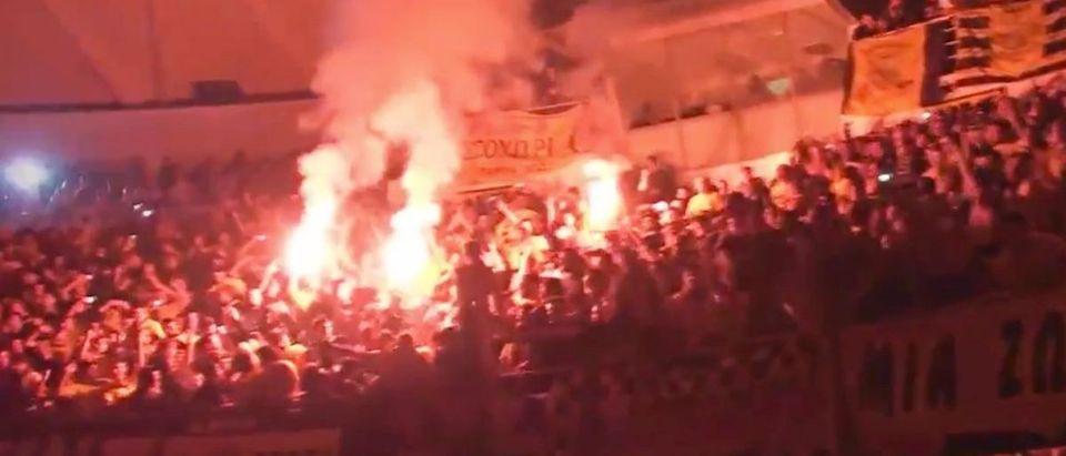 Greece Basketball (Credit: Screenshot/Twitter Video https://twitter.com/TheSuperGreek_/status/1115666224308944899)