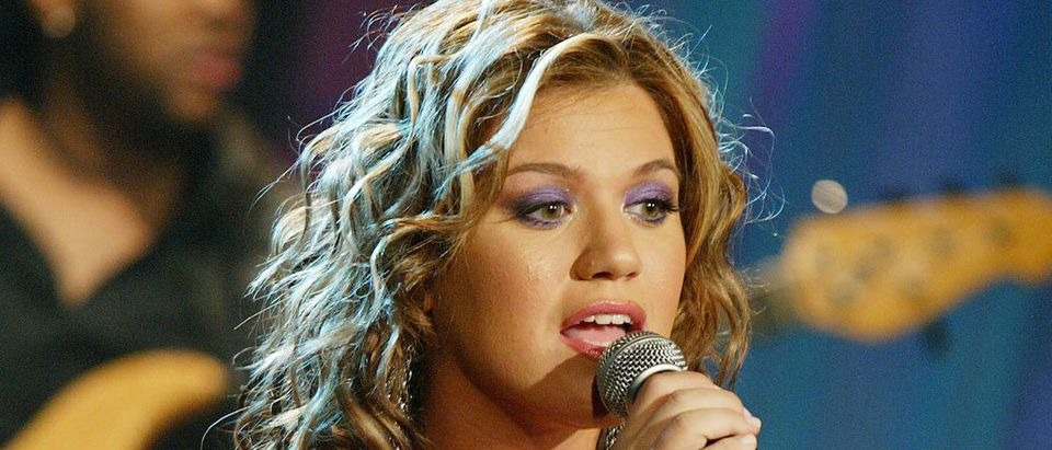 Singer Kelly Clarkson performs on 'The Tonight Show with Jay Leno' at the NBC Studios on August 9, 2004 in Burbank, California. (Photo by Kevin Winter/Getty Images)