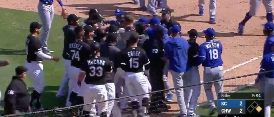 White Sox, Royals (Credit: Screenshot/Twitter Video https://twitter.com/MLB/status/1118617843602534402)