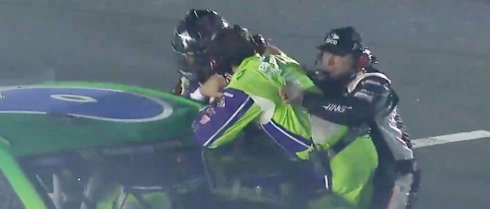 Clint Bowyer, Ryan Newman NASCAR Fight (Credit: Screenshot/Twitter Video https://twitter.com/BleacherReport/status/1129940494971052032)