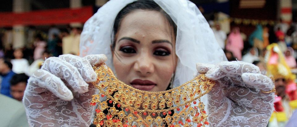 A Pakistani Christian bride shows off he