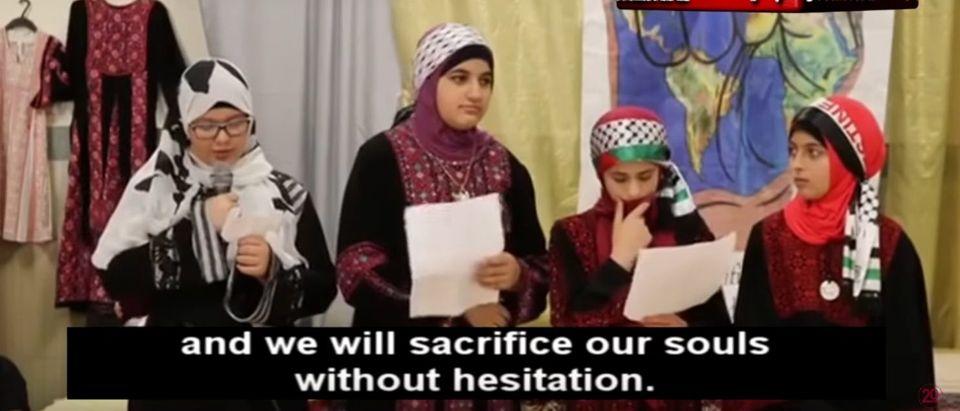 Philadelphia Muslim students talk about chopping off heads. (YouTube screenshot/MEMRI TV Videos)