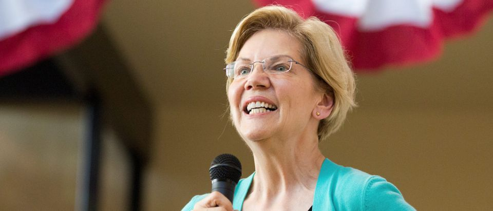 Democratic 2020 presidential candidate Elizabeth Warren makes one of a series of local visits in Fairfield, Iowa, U.S. May 26, 2019. Picture taken May 26, 2019. REUTERS/Rachel Mummey.