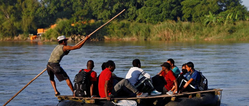 African migrants cross the Suchiate River on a raft to avoid the border checkpoint in Ciudad Hidalgo, Mexico, Oct. 26, 2018. REUTERS/Edgard Garrido