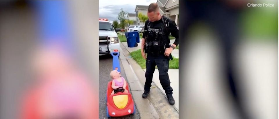 Police Officer Pulls Over Young Daughter (Photo: YouTube Screenshot)