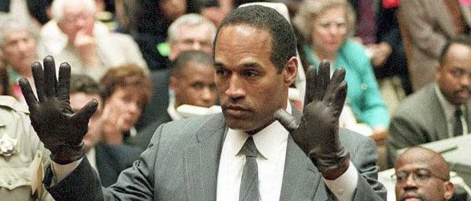 O.J. Simpson shows the jury a new pair of Aris ext (Photo credit: VINCE BUCCI/AFP/Getty Images)