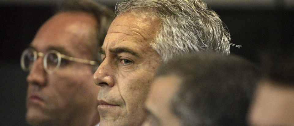 U.S. financier Jeffrey Epstein (C) appears in court where he pleaded guilty to two prostitution charges in West Palm Beach, Florida, U.S. July 30, 2008. Picture taken July 30, 2008. Uma Sanghvi/Palm Beach Post via REUTERS.