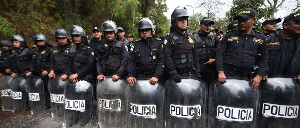 TOPSHOT-GUATEMALA-HONDURAS-US-MIGRATION-SECOND-CARAVAN