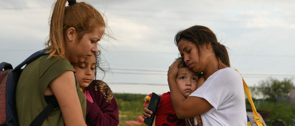 Venezuelan migrant mothers and their children turn themselves in to law enforcement to seek asylum after illegally crossing the Rio Grande near Mission, Texas, U.S., July 25, 2019. Picture taken July 25, 2019. REUTERS/Loren Elliott