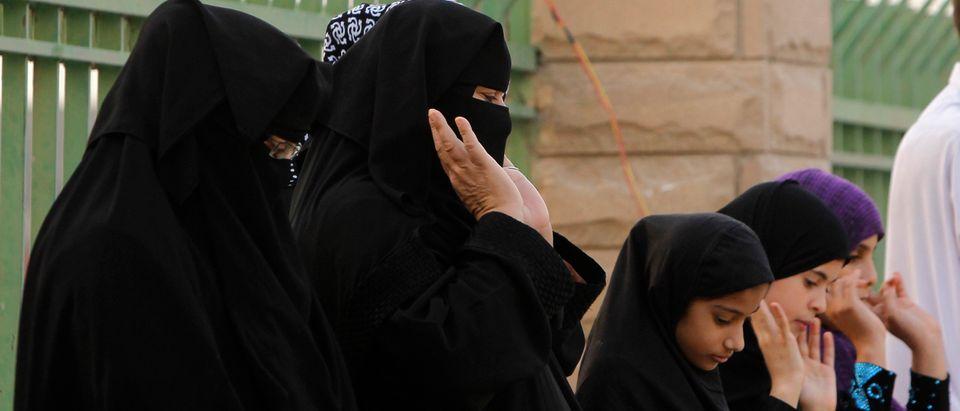 Women take part in Eid al-Fitr prayers at the Grand Mosque in Riyadh, August 19, 2012. Eid-al-Fitr marks the end of Ramadan, the holiest month on the Islamic calendar. REUTERS/Fahad Shadeed (SAUDI ARABIA - Tags: RELIGION) - GM1E88J16YW01