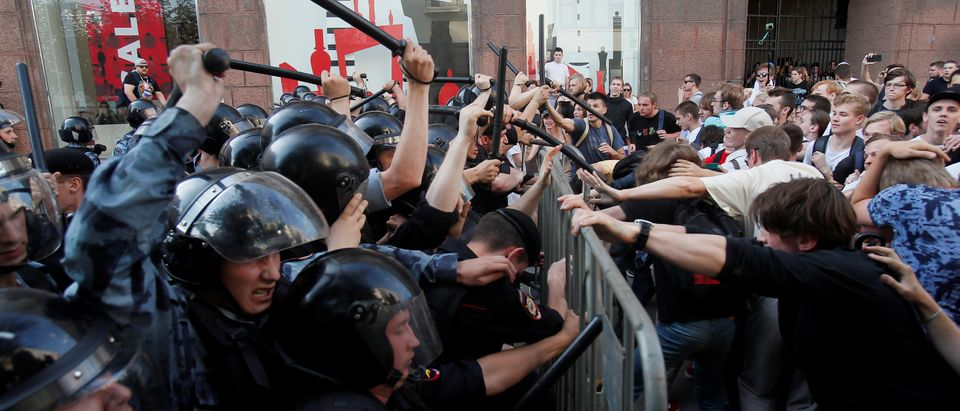 Russian police beat protestors with batons on Saturday. (REUTERS/Maxim Shemetov)