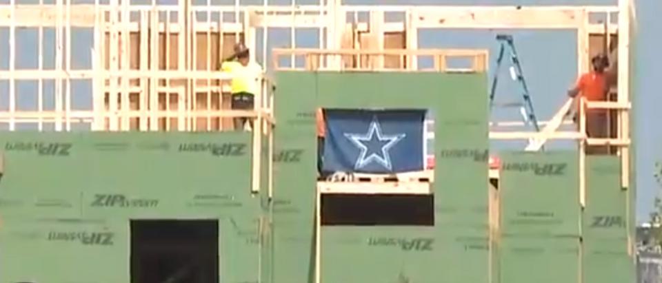 Washington construction workers troll with Cowboys flag (Twitter/Screenshot/Public - User: Th@DarrenMHaynes)