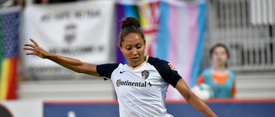 BOYDS, MD - JUNE 29: North Carolina Courage defender Jaelene Hinkle (15) kicks the ball from the left sideline during the National Womens Soccer League (NWSL) game between the North Carolina Courage and Washington Spirit June 29, 2019 at Maureen Hendricks Field at Maryland SoccerPlex in Boyds, MD. (Photo by Randy Litzinger/Icon Sportswire via Getty Images)