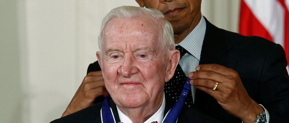 U.S. President Barack Obama awards a 2012 Presidential Medal of Freedom to former Associate Justice of the U.S. Supreme Court John Paul Stevens during a ceremony in the East Room of the White House in Washington, May 29, 2012. REUTERS/Kevin Lamarque