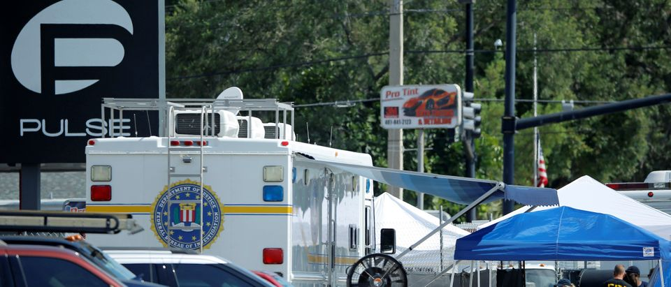 FBI agents investigate the scene of the shooting at the Pulse gay nightclub in Orlando, Florida, June 15, 2016. REUTERS/Jim Young