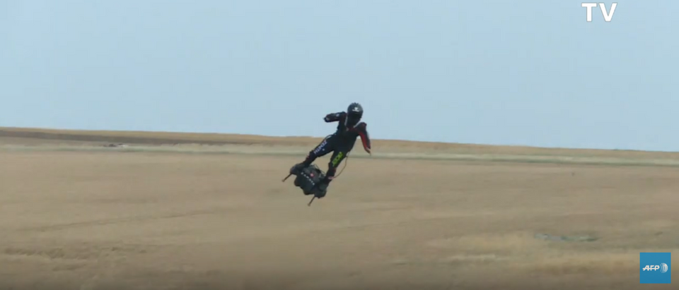 """""""Flying man"""" Franky Zapata practices ahead of Channel crossing (AFP news agency/YouTube Screenshot)"""