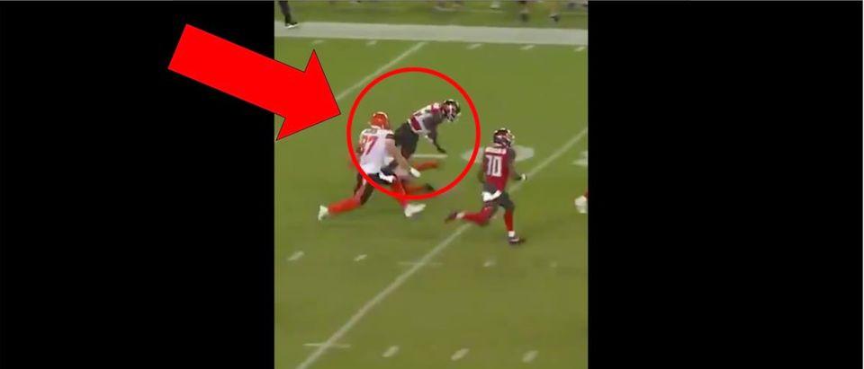 Browns Punter (Credit: Screenshot/Twitter Video https://twitter.com/thecheckdown/status/1165078145940123648?ref_src=twsrc%5Etfw)