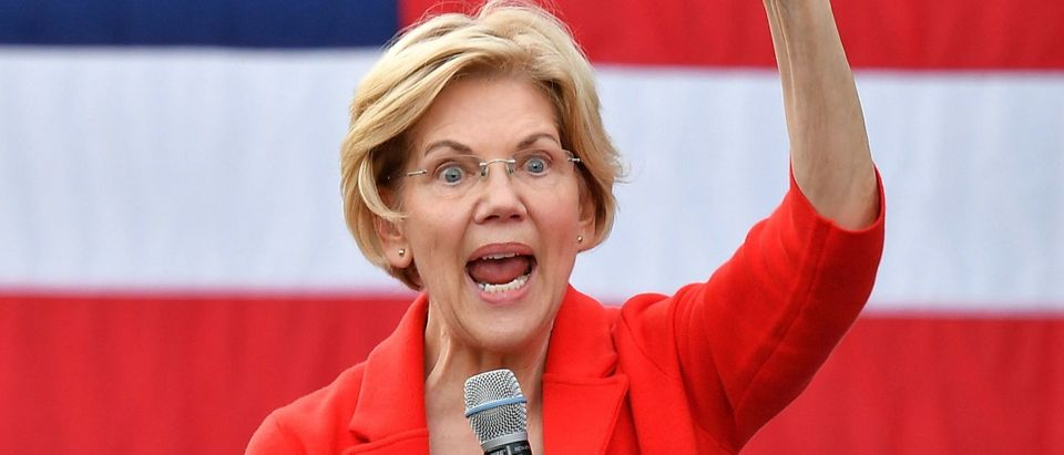 TOPSHOT - Democratic presidential candidate Elizabeth Warren gestures as she speaks during a campaign stop at George Mason University in Fairfax, Virginia on May 16, 2019. (Photo by MANDEL NGAN / AFP) (Photo credit should read MANDEL NGAN/AFP/Getty Images)
