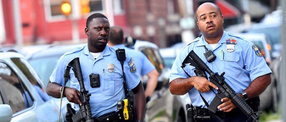 Police officers carrying assault rifles respond to a shooting on August 14, 2019 in Philadelphia, Pennsylvania (Mark Makela/Getty Images)