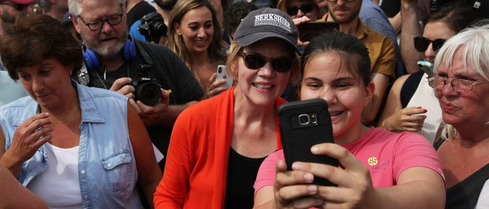 Democratic presidential candidate U.S. Sen. Elizabeth Warren (D-MA) poses for a selfie with a visitor prior to delivering a campaign speech at the Des Moines Register Political Soapbox. (Alex Wong/Getty Images)