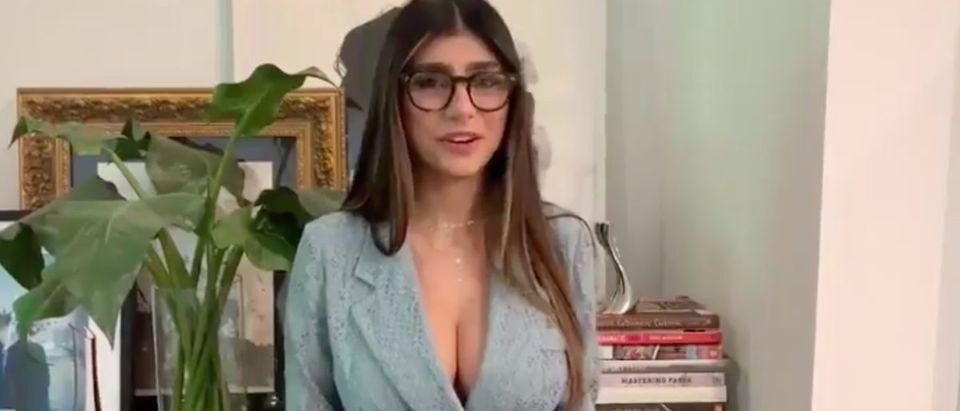 Mia Khalifa (Credit: Screenshot/Twitter Video https://twitter.com/miakhalifa/status/1160953680528494592)