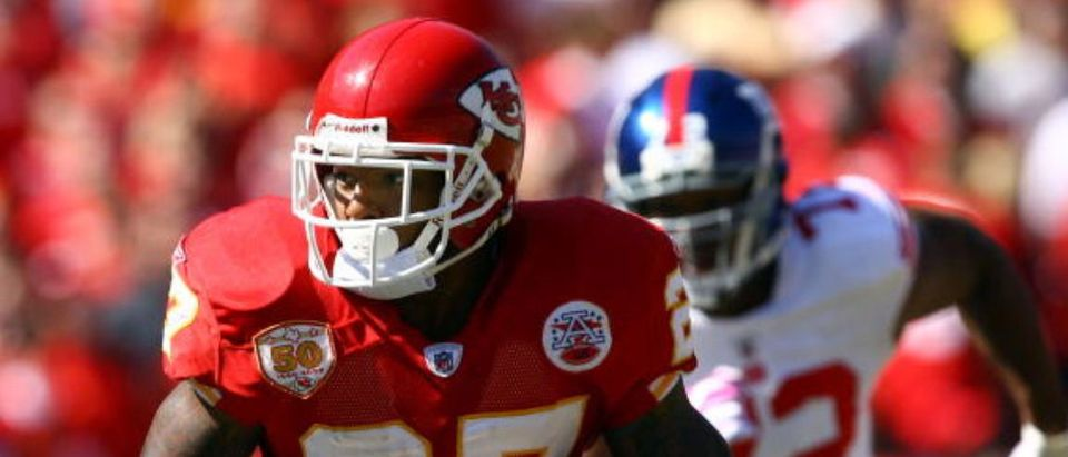 KANSAS CITY, MO - OCTOBER 04: Running back Larry Johnson #27 of the Kansas City Chiefs carries the ball as Osi Umenyiora #72 of the New York Giants gives chase during the game on October 4, 2009 at Arrowhead Stadium in Kansas City, Missouri. (Photo by Jamie Squire/Getty Images)
