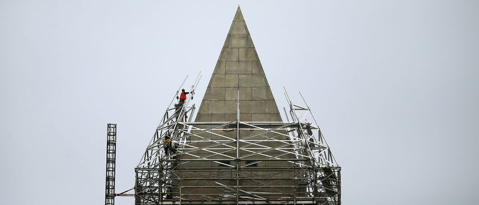 Workers finish installing the last pieces of scaffolding on the Washington Monument to repair earthquake damage May 9, 2013. (Photo by Mark Wilson/Getty Images)