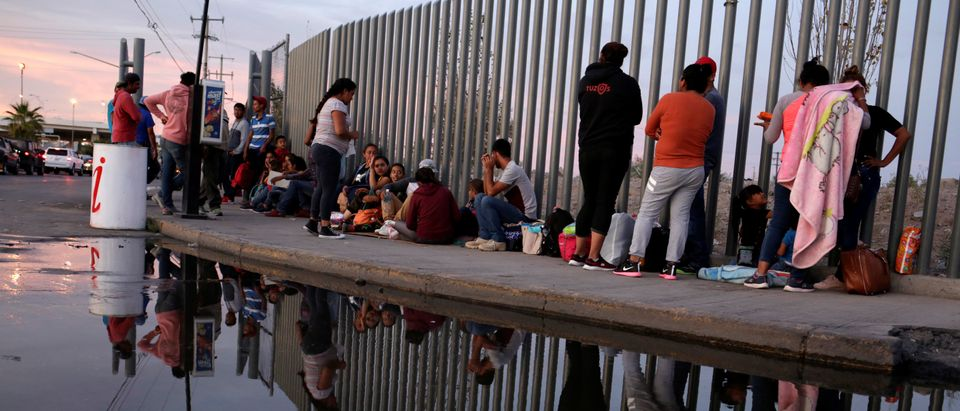 Mexican citizens fleeing violence, camp in a queue to try to cross into the U.S. to apply for asylum at Cordova-Americas border crossing bridge in Ciudad Juarez, Mexico, Sept. 22, 2019. REUTERS/Jose Luis Gonzalez