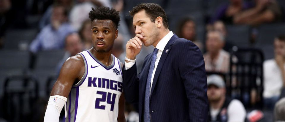 SACRAMENTO, CALIFORNIA - OCTOBER 16: Head coach Luke Walton of the Sacramento Kings talks to Buddy Hield #24 during their game against the Melbourne United at Golden 1 Center on October 16, 2019 in Sacramento, California. (Photo by Ezra Shaw/Getty Images)