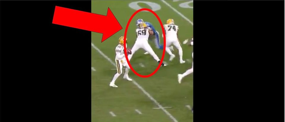 Lions, Packers hands to the face (Credit: Screenshot/Twitter video https://twitter.com/nflfilmstudy/status/1183946408644222976?s=21)