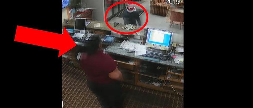 Robbery Video (Credit: Screenshot/Facebook Video https://www.facebook.com/watch/?v=754197241708488)