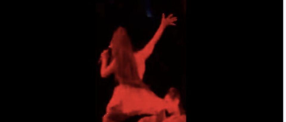 Ariana Grande takes a fall. (Photo: Twitter Screenshot)