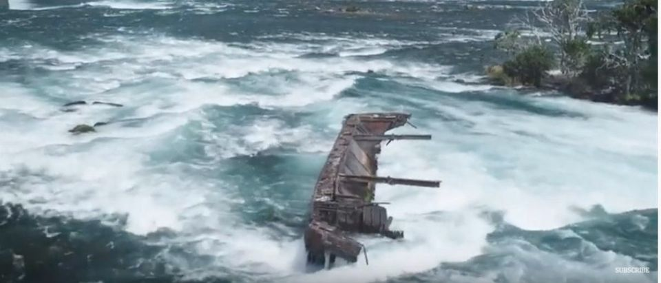Boat Stuck On Niagara Falls_1 (Photo: YouTube Screenshot)