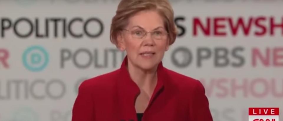 Elizabeth Warren Uses Debate Time To Brag About Taking 100,000 Selfies