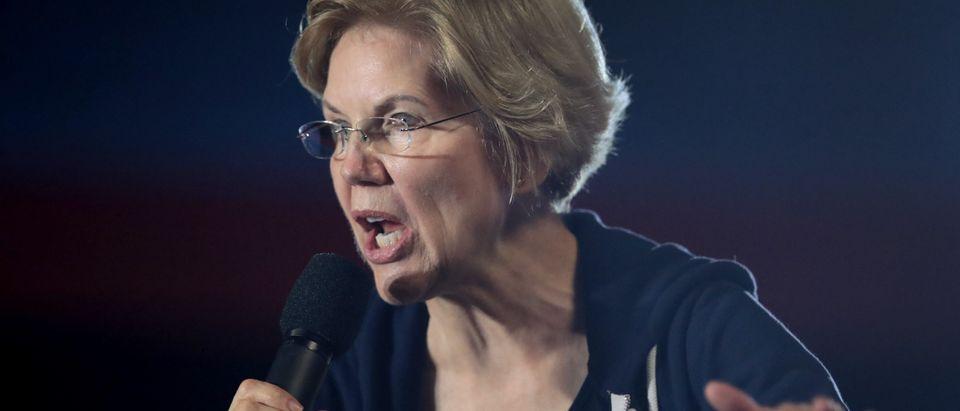 Democratic Presidential Candidate Sen. Elizabeth Warren Campaigns In Iowa