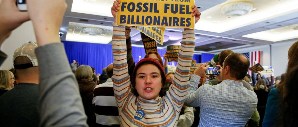 Climate change activists disrupt a campaign town hall meeting with Democratic 2020 U.S. presidential candidate and former South Bend Mayor Pete Buttigieg in Concord, New Hampshire, U.S., Jan. 17, 2020. REUTERS/Elizabeth Frantz