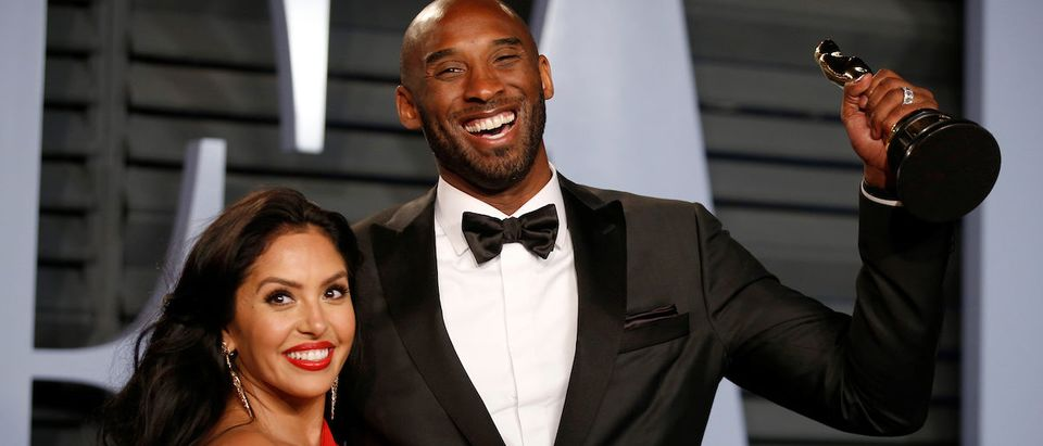 2018 Vanity Fair Oscar Party Arrivals Beverly Hills, California, U.S., 04/03/2018 Kobe Bryant holds his Oscar for Best Animated Short, with wife Vanessa. REUTERS/Danny Moloshok/File Photo