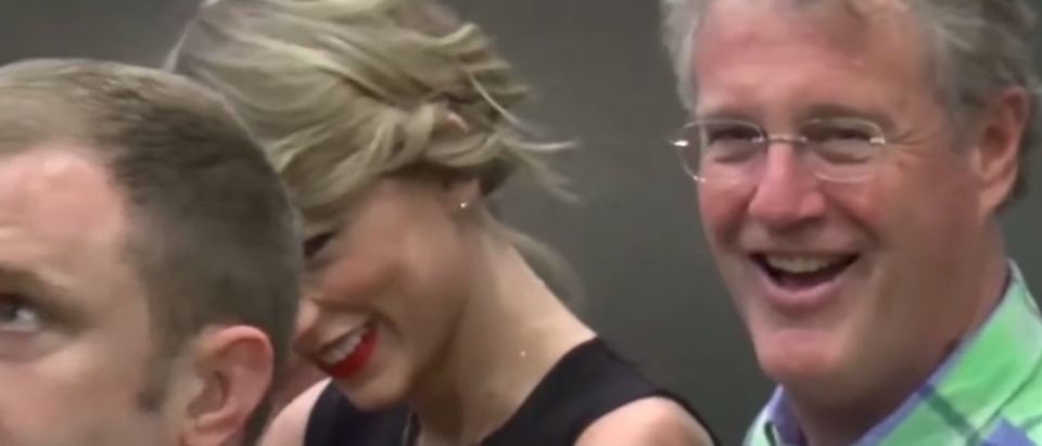 Report Taylor Swift S Dad Fights Off Burglar In 4m Florida Penthouse The Daily Caller