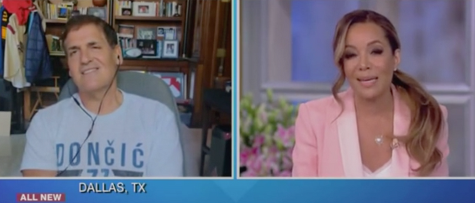 """Mark Cuban speaks with Sunny Hostin on """"The View."""" Screenshot/ABC"""
