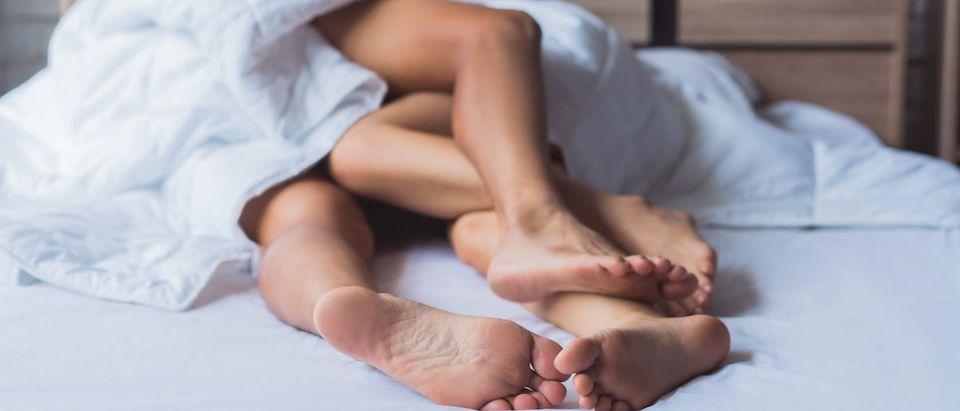 Men_and_Women_in_Bed (Photo: Shutterstock/ TORWAISTUDIO)