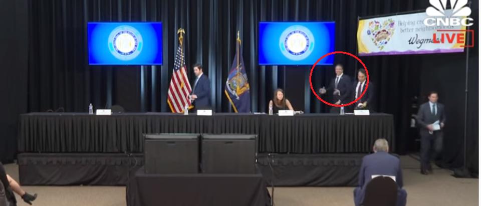 Andrew Cuomo walks into press briefing sans mask (CNBC screengrab)