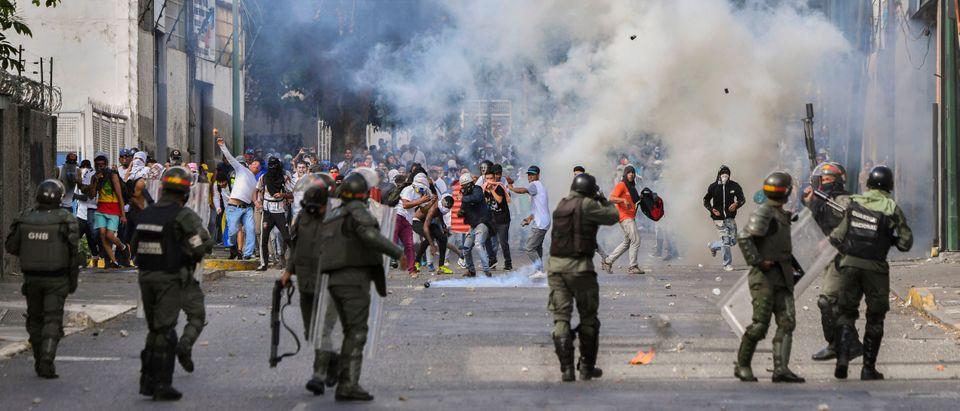 TOPSHOT-VENEZUELA-CRISIS-OPPOSITION-DEMO