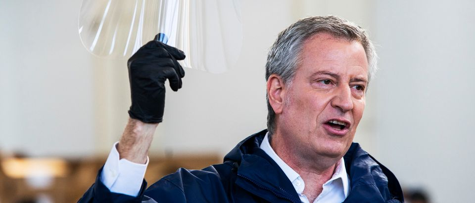 NEW YORK, NY - MARCH 26: New York Mayor Bill de Blasio holds a face shield as he speaks to the media during a visit to the Brooklyn Navy Yard where local industrial firms have begun manufacturing Personal Protective Equipment (PPE) on March 26, 2020 in New York CIty. Across the country, schools, businesses, and places of work have either been shut down or are restricting hours of operation as health officials try to slow the spread of COVID-19. (Photo by Eduardo Munoz Alvarez/Getty Images)