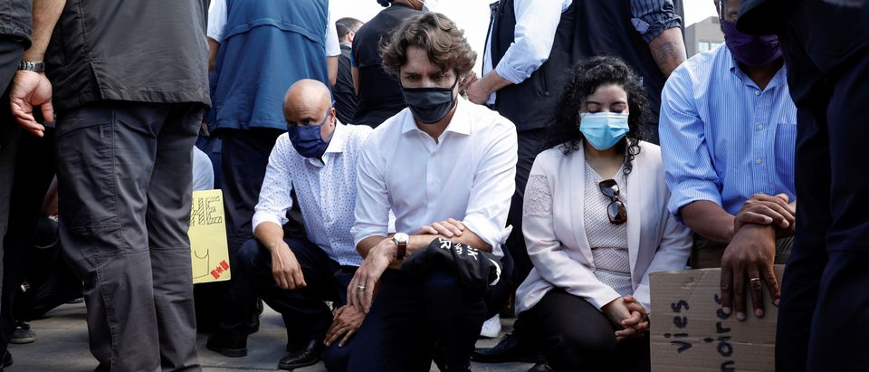 Canada's Prime Minister Justin Trudeau wears a mask as he takes part in a rally against the death in Minneapolis police custody of George Floyd, on Parliament Hill, in Ottawa, Ontario, Canada June 5, 2020. REUTERS/Blair Gable